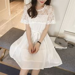 Cobogarden - Short-Sleeve Lace Panel Dress
