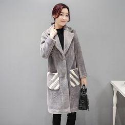 Romantica - Contrast-Color Velvet Coat