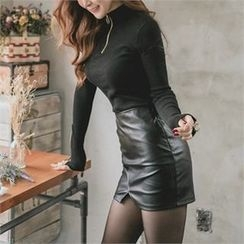 clubber - Faux-Leather Miniskirt