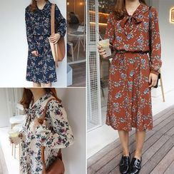 Moon City - Floral Print Long Sleeve A-Line Dress