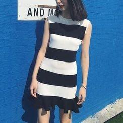 Jolly Club - Sleeveless Striped Knit Dress