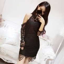 Baliz - Cutout Shoulder Lace Dress