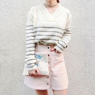 Moon City - V-neck Striped Sweater