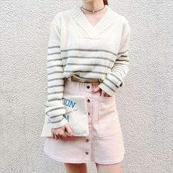 Moon City - V-neck Striped Sweater