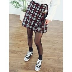 LOLOten - Buckled Flap-Front Plaid Shorts