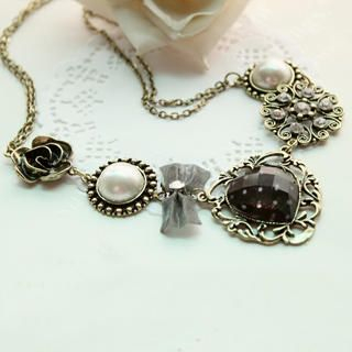 Fit-to-Kill - Vintage Luxury Rose with Pearl Necklace