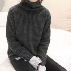 NANING9 - Turtle-Neck Wool Sweater