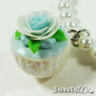 Sweet & Co. - Sweet Blue Glitter Cupcake Floral Pearl Necklace