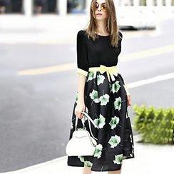 Queen Mulock - Bow-Accent Floral Midi Dress