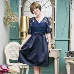 Holiday Lady - Elbow-Sleeve Lace Panel Cocktail Dress