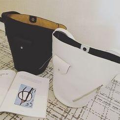 VANYAR - Set: Faux Leather Bucket Bag + Pouch