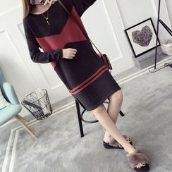 Qimi - Color Block Sweater Dress