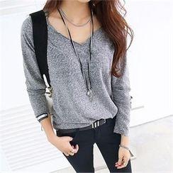 PIPPIN - V-Neck Long-Sleeve T-Shirt