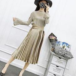 Be Bonita - Set: Bell-Sleeve Top + Pleated Skirt