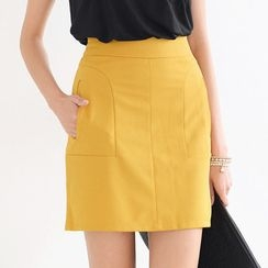 SO Central - Textured Skirt with Pocket Accents