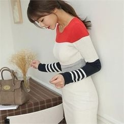 ode' - Round-Neck Color-Block Knit Top