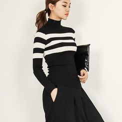 FASHION DIVA - Turtle-Neck Striped Knit Top