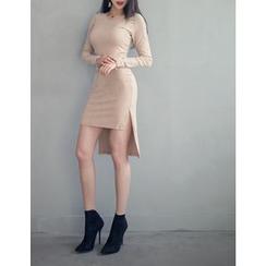 GUMZZI - Dip-Back Bodycon Dress