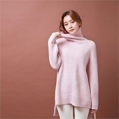 Styleberry - Turtle-Neck Dip-Back Ribbed Sweater