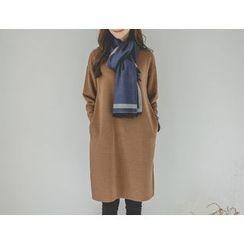 JUSTONE - Mock-Neck Pocket-Side Shift Dress