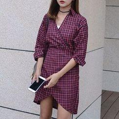 Moon City - 3/4-Sleeve V-Neck Plaid Dress