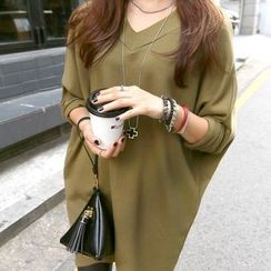 Champi - Long-Sleeve V-neck T-Shirt Dress
