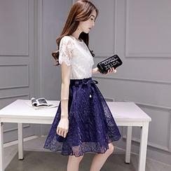 Romantica - 套装: 蕾丝上衣 + 腰系带短裙