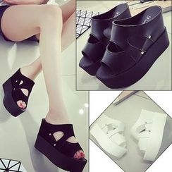 Charming Kicks - 厚底涼鞋