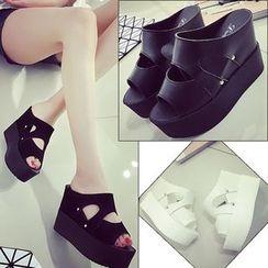Charming Kicks - 厚底凉鞋