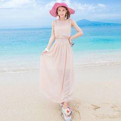 Maine - Sleeveless Maxi Dress
