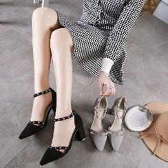 Mancienne - Studded Pointy High Heel Sandals