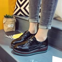 Charming Kicks - 仿漆皮厚底牛津鞋