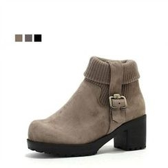 MODELSIS - Chunky-Heel Buckled Boots