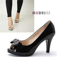 MODELSIS - Open-Toe Bow-Accent Patent Pumps