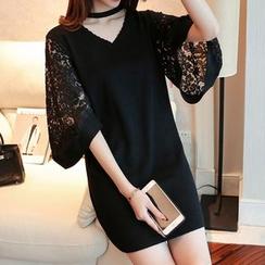 Bubbleknot - Cutout Bell-Sleeve Lace Panel Knit Dress
