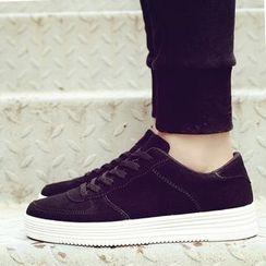 Main Road - Plain Sneakers
