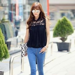 REDOPIN - Flower Lace Yoke Sleeveless Blouse