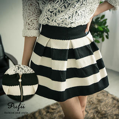 PUFII - 气质黑白横纹压波纹挺版伞裙
