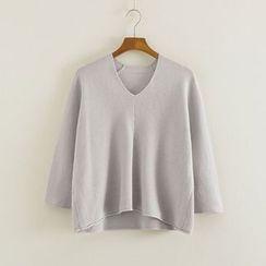 Mushi - V-Neck Sweater