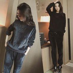 Shimi - Set: Velvet Pullover + Sweatpants