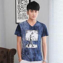 Walwa - Printed V-Neck Short-Sleeve T-Shirt