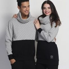 HappyTee - Turtleneck Dotted Panel Couple Pullover