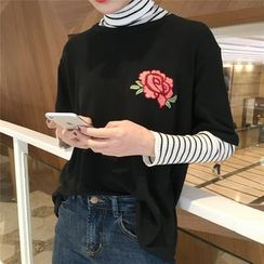small dots - Embroidered Short-Sleeve Top