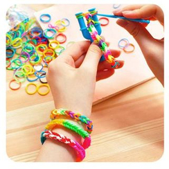 Momoi - DIY Rubber Band Bracelet
