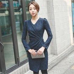 ode' - Pull-Shoulder Shirred Lace Dress