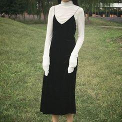 Rollis - Set: Plain High Neck Long Sleeve T-Shirt + V-Neck Spaghetti Strap Midi Dress