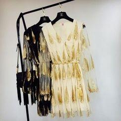 Cotton Candy - 羽毛刺繡V領A字連衣裙
