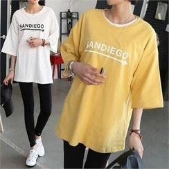 CHICFOX - 3/4-Sleeve Lettering T-Shirt