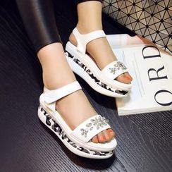 Charming Kicks - 宝石厚底平跟凉鞋