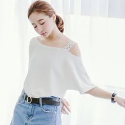 CatWorld - Short-Sleeve Lace-Strap Top